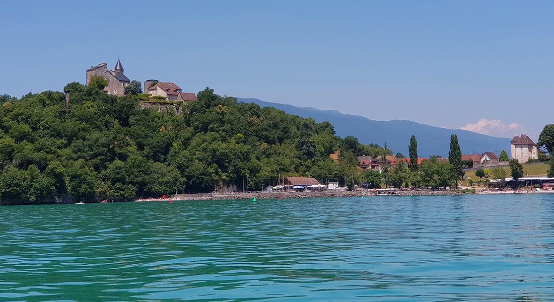 Villa-Riviera-village